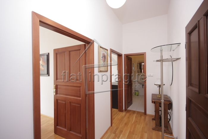 Elegant completely renovated one bedroom apartment