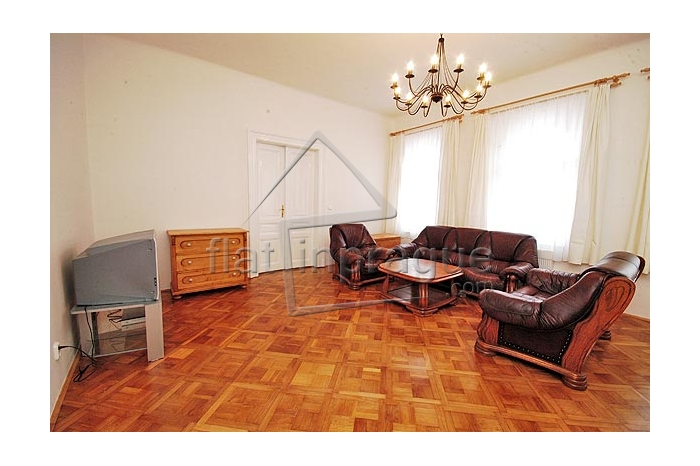 Four rooms in spacious,sunny, modern flat