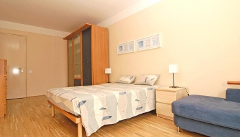 Beautiful, modernly furnished one bedroom apartment