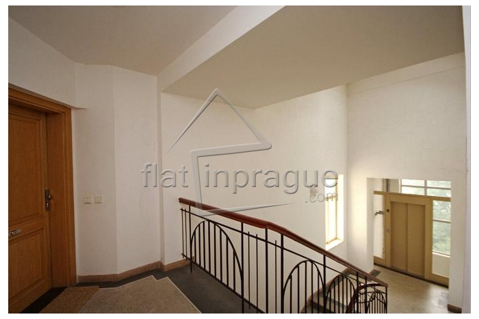 Furnished one bedroom loft apartment close to the city center