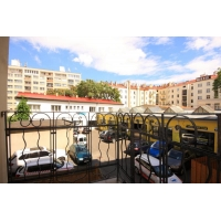 Bright apartment close to city center