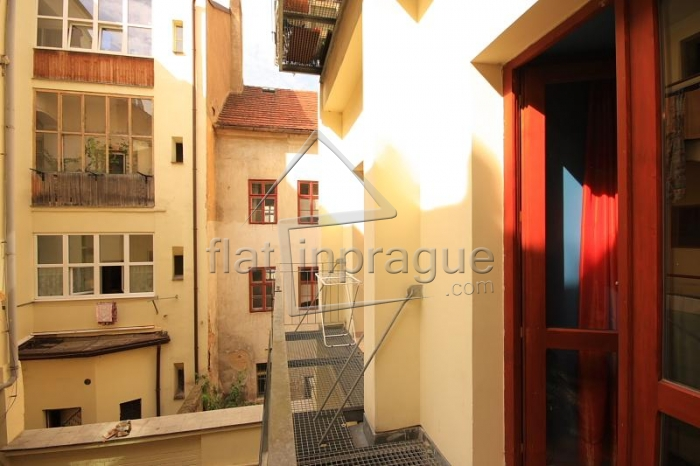 Lovely studio with balcony in Zizkov