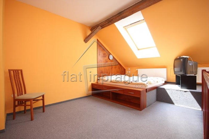 Cozy maisonette one bedroom flat, fully furnished