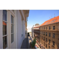 Spacious apartment ideal for larger groups in center of Prague