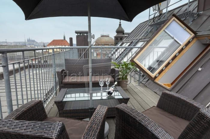Beautifully reconstructed duplex with terrace right on the Wenceslas Scuare