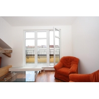 Very spacious bright maisonette in the city centre