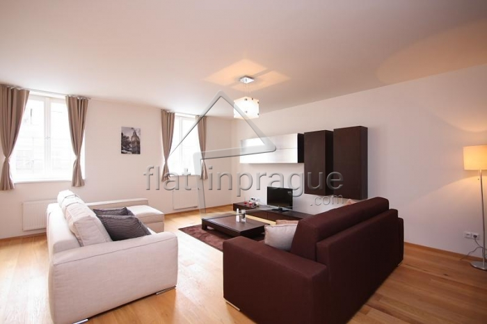 Lovely bright apartment with italian furniture in the city centre