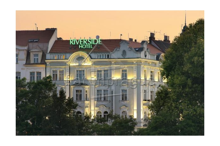 Elegant room situated on the river side in Prague 5 - Smíchov