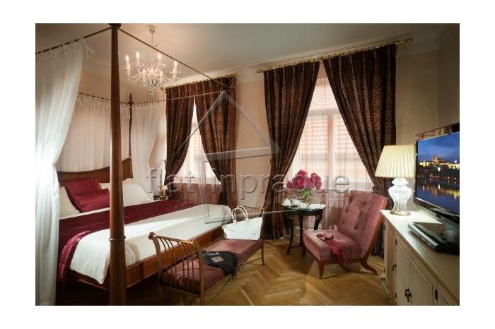 Beautiful and elegant historical suite
