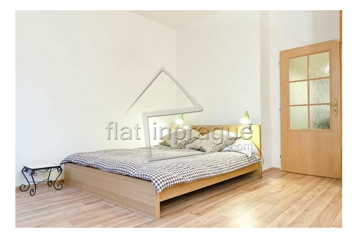 Beautiful sunny apartment in a quiet location near the Prague Castle