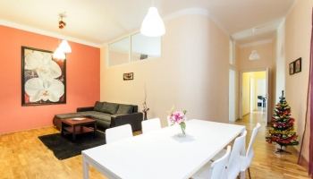 Spacious, sunny three bedroom apartment suitable for up to 9 people on Wenceslas